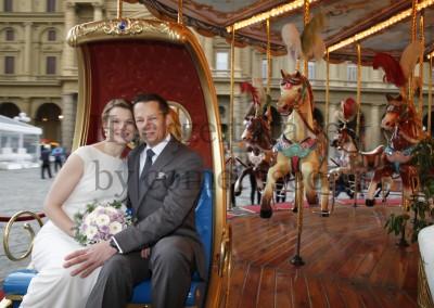 Blitzhochzeit in Florenz - Brautpaar im Karusel