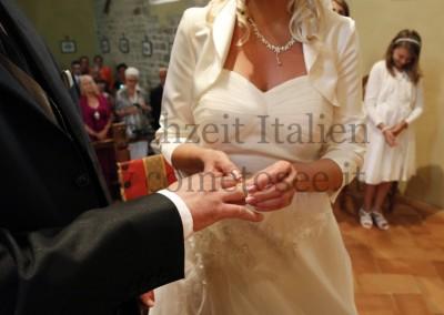 Heiraten in Florenz - Ringetausch während der Trauung