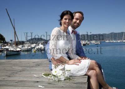 Hochzeit an der Riviera in Italien - Brautpaar am Meer