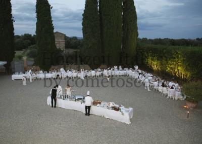 Hochzeitsdinner im Freien mit italienischen Köstlichkeiten