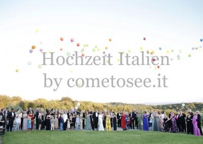 Hochzeitsfest im Freien in der Toskana: Ballons