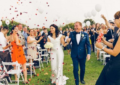 Brautpaar nach der Trauung in der Toskana